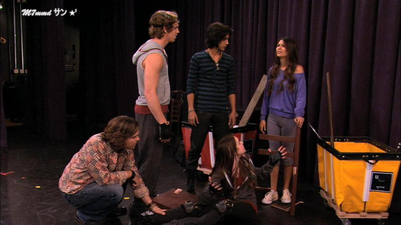 Victorious.S01E03.Stage.Fighting.720p.WEB-DL.AAC.H264-SURFER.mkv_snapshot_13.07_[2016.02.23_10.05.27]